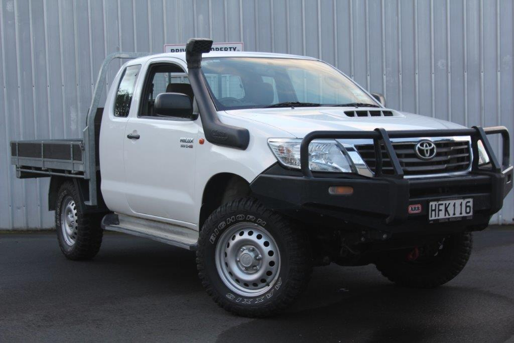 Toyota Hilux 4WD CAB PLUS FLATDECK 2014 for sale in Auckland